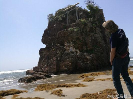 稲佐の浜弁天岩