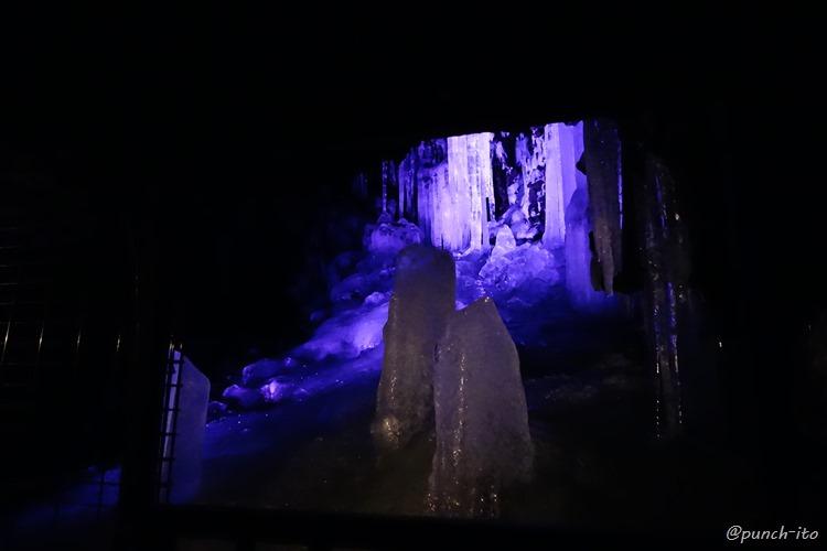 鳴沢の氷穴