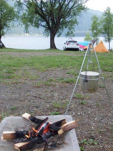 西湖キャンプのメインイベントは焚火