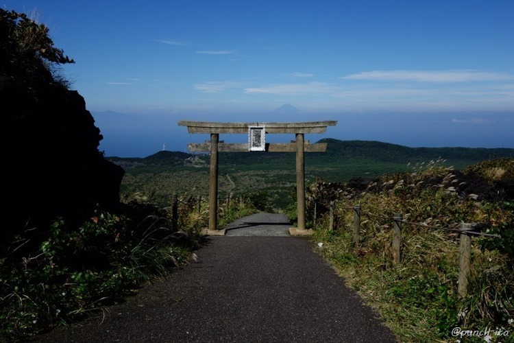 三原神社の鳥居と富士山